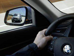 0807_16z-2009_BMW_750i-lane_change_warning